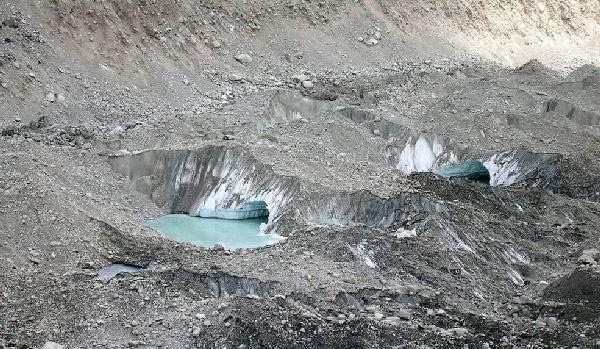 Lacs glaciaires en formation ~4900m dans le Glacier du Khumbu