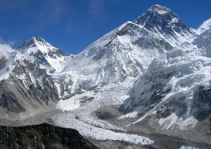 Au pied de L'Everest, vue générale de la partie médiane du Glacier du Khumbu